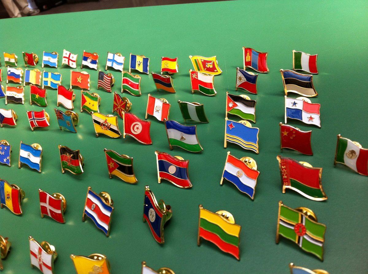 Pins Das Bandeiras Dos Paises Temos Mais De 150 Nq Np Bandeira Do Brasil Suas Formas