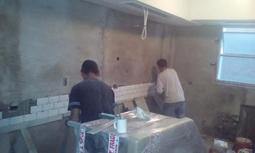 pintor y albañil, trabajos en paredes, muebles y aberturas.