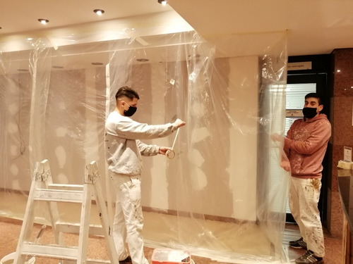pintores y empapeladores profesionales.