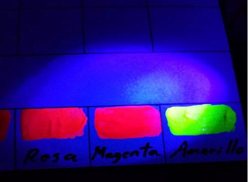 pintura acrílica neón fluorescente