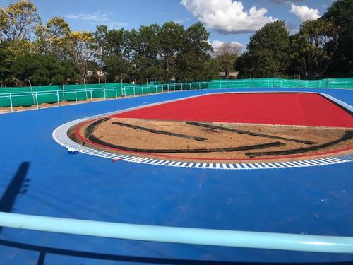 pintura sintetica latex para canchas deportivas y pistas