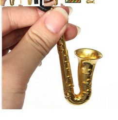 pipa en forma de saxofon