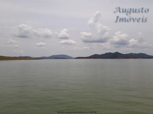 piracaia, represa, pé na água alto padrão.