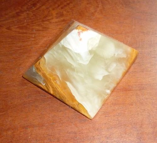 pirámide de onix