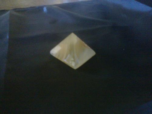 piramide de onix gemoterapia reiki combate energia negativa