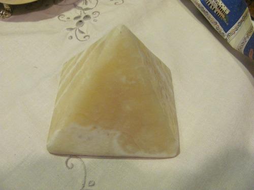 pirámides en alabastro egipcio