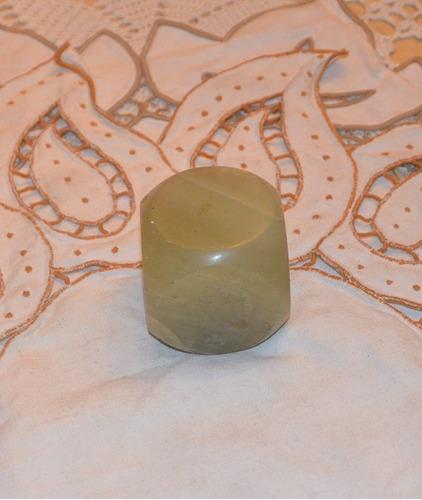 pisapapel con forma de cubo