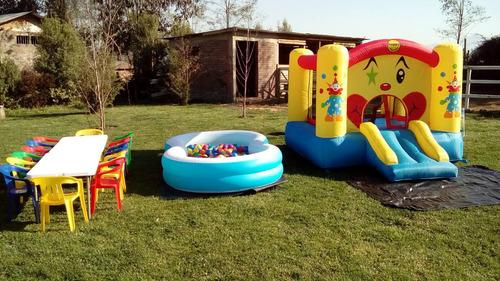 piscina con pelotitas, sillas y mesitas, castillo, arriendo