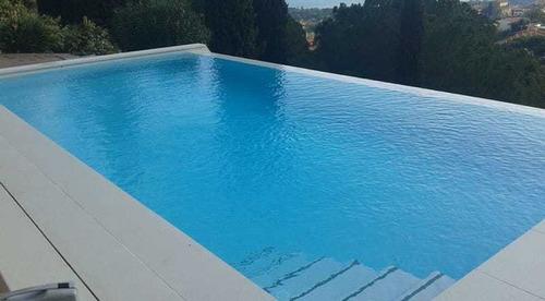 piscina de hormigón construcción cascada jacuzzi