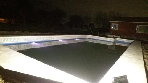 piscina de hormigon.colocacion de guardas .luces .baldosones