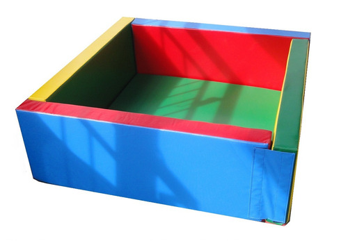 piscina de pelotas 190x130x50x15 cm.