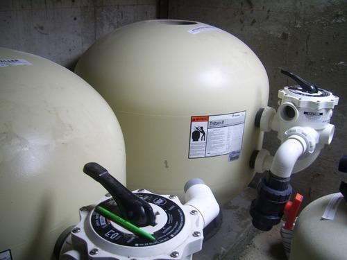 piscinas bombas filtros caídas de agua velos válvulas cloro