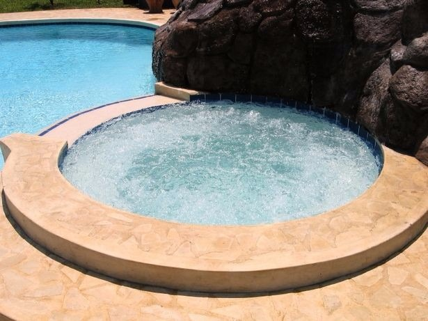 Piscinas tinas de madera terrazas muebles decks 1 for Cuanto sale hacer una piscina en chile