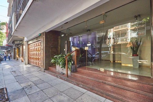 piso 4 ambientes cochera balcón frente en zona comercial de flores