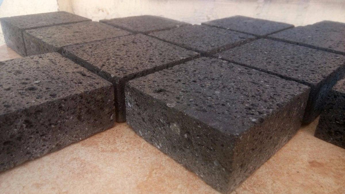 Piso adoquin de piedra natural recinto negro 10x10x4cm for Adoquin para estacionamiento