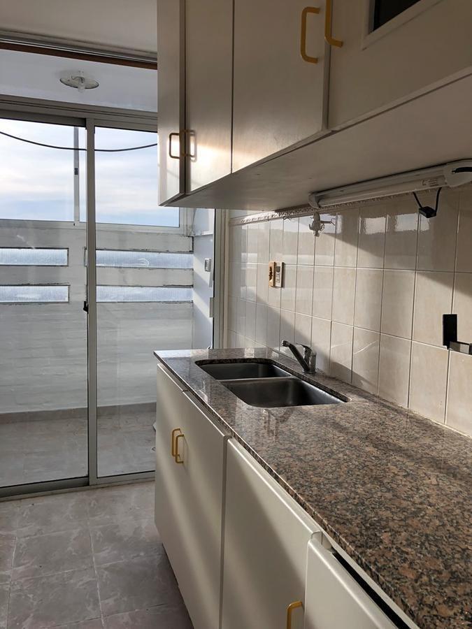 piso alto con vista despejada! 2d, 1b, cocina definida, tza. lav., garaje.