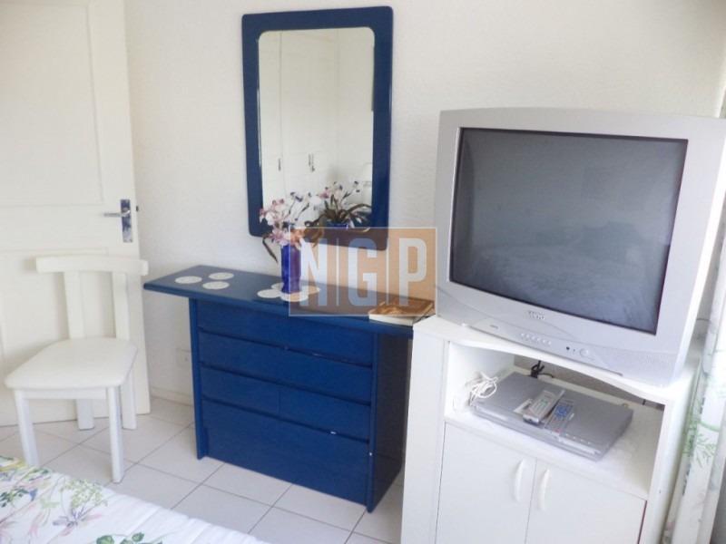 piso alto   confortable unidad en piso alto en excelente estado. cuenta con 3 dormitorios, 2 baños, living/com-ref:25530