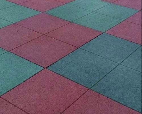 piso caucho:jardín-canchas-piscina-terraza-gimnasio-play