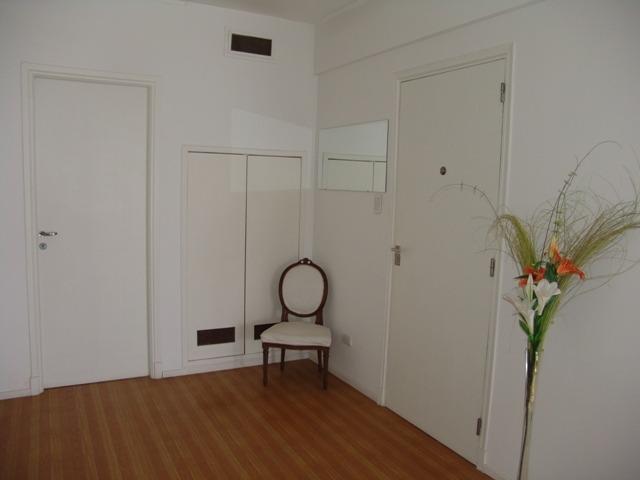 piso de 3 ambientes con dependenica. al frente con balcon. zona shopping los gallegos