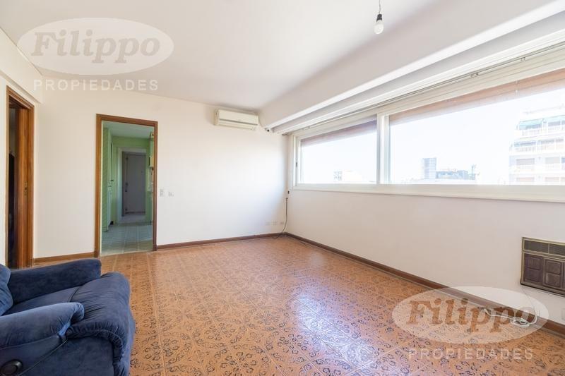 piso de categoría  5 ambientes con dependencia  gran suite  cochera fija  muy luminoso.