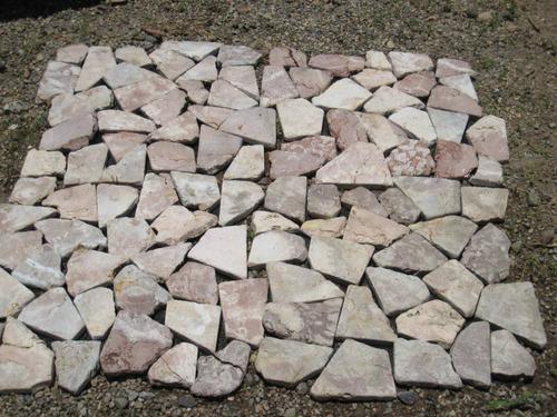 piso de piedra rosa-café (brown) en malla