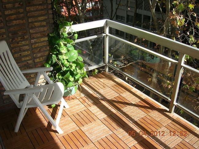 Piso deck de madera y resina para patios terrazas for Pisos para terrazas y patios