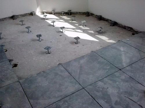 piso elevado em ardosia