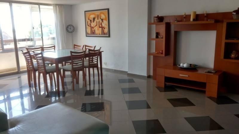 piso exclusivo de 3 dormitorios con cochera y patio - barrio martin