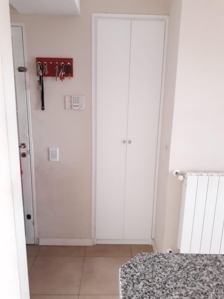 piso exclusivo en abasto cercano a pellegrini - 2 dormitorios - excelente estado