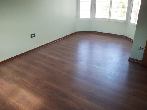 piso flotante kronotex 8mm ac4- incluye piso+zócalo+manta