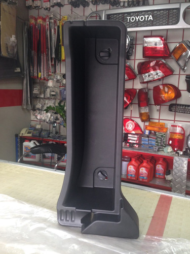 piso plataforma trasero izquierdo toyota yaris 06-08 origina