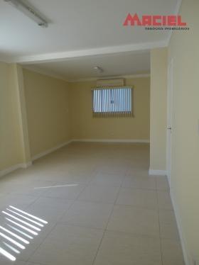piso porcelanato - ar condicionado