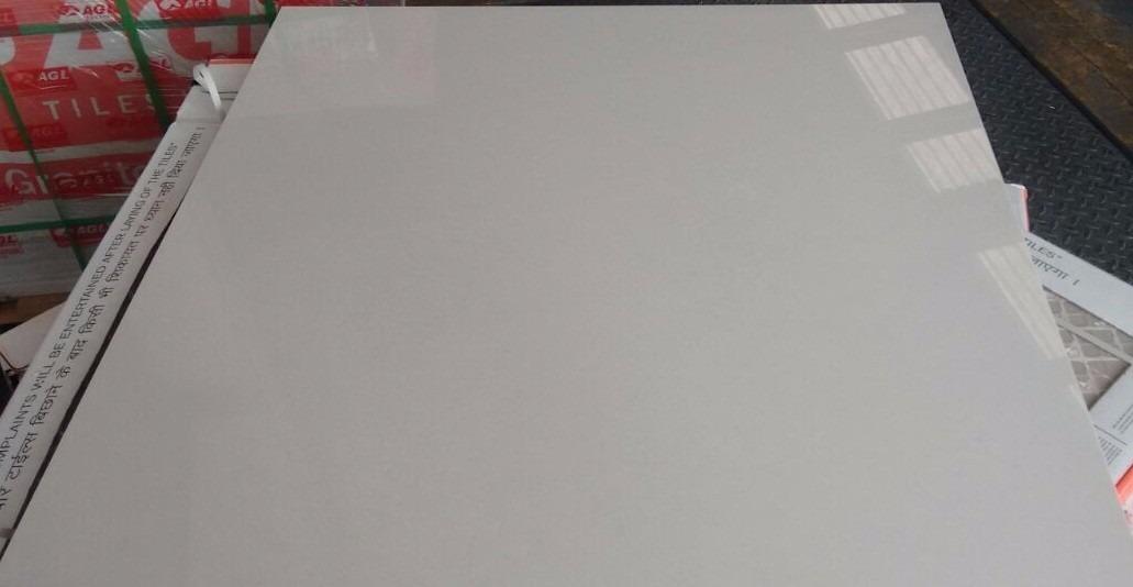 Piso porcelanato pulido blanco c veta 80x80 mod tropicana for Piso cemento pulido blanco