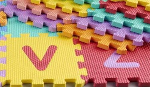 piso rompecabeza  foami 13 x 13 cm  abecedario y números