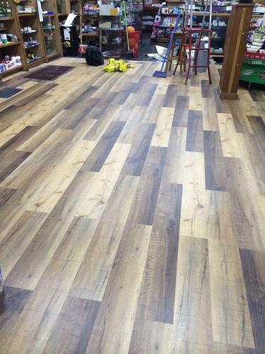 piso vinílico click impermeable de 5 mm facil instalación