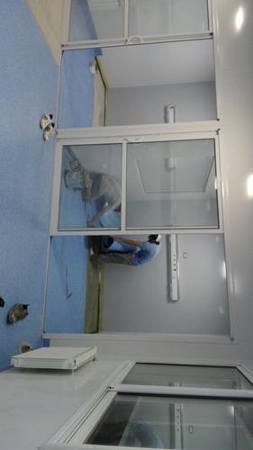 piso vinilico homogéneo , hospital a laboratorio colocación