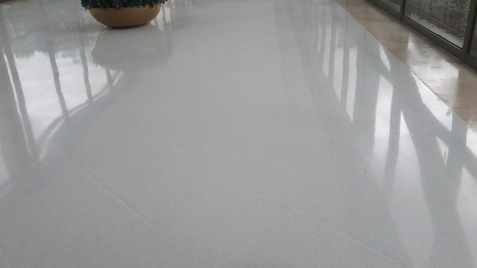 Pisos de marmol select 30x60 super blanco brillado primera for Marmol blanco turco caracteristicas