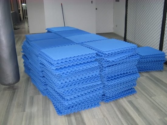Pisos para gimnasio goma eva de 15mm espesor delivery for Suelos para gimnasio