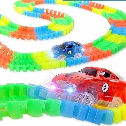 pista flexible , con 2 autos luminosos 220 piezas