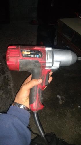 pistola de impacto jalando