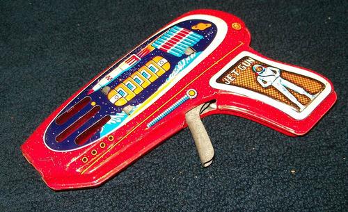 pistola espacial  de lata antigua - impecablel  a friccion