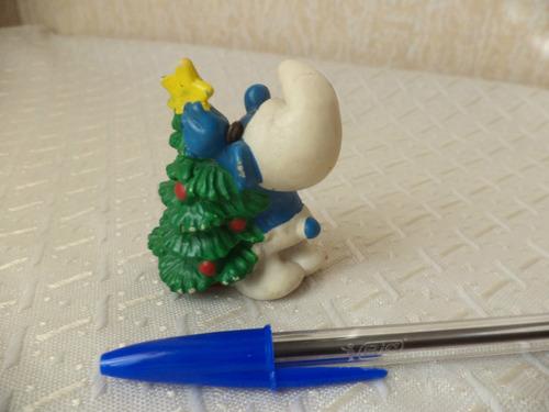 pitufo con un arbol de navidad