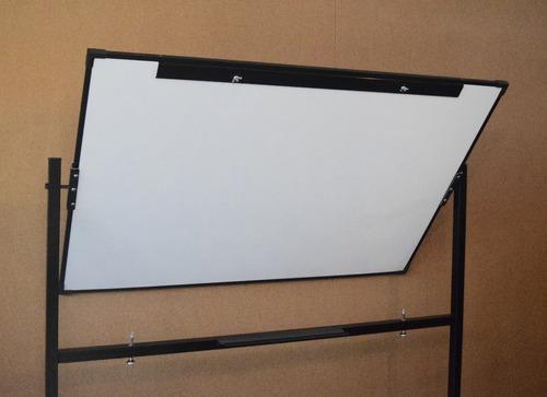 pizarra blanca con pedestal rodante medida: 120cm. x 100cm.
