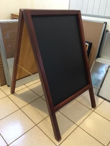 pizarra negra de madera en a ideal para restaurantes y bares
