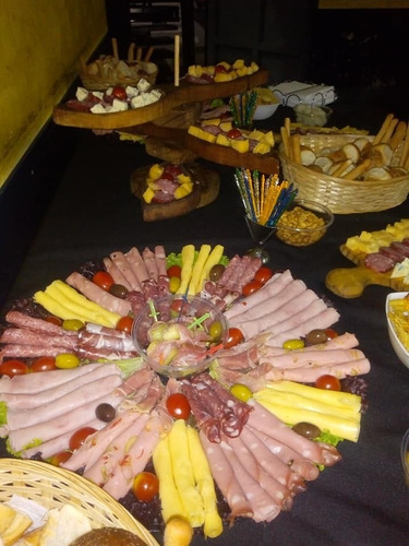 pizza party- libre- catering- postre- barra de tragos- lunch
