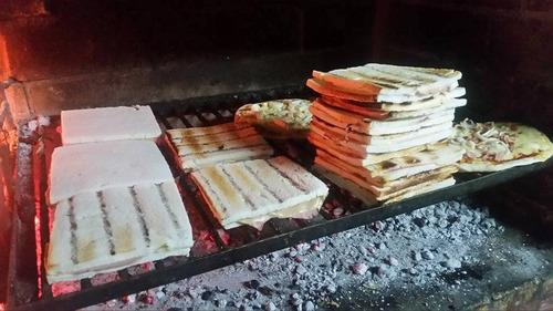 pizzas a la  parrilla calzones chivitos  servicios