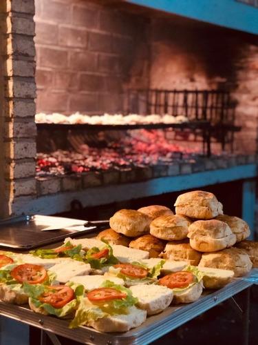 pizzas y mas!! y té reagalamos la barra de tragos!!!!