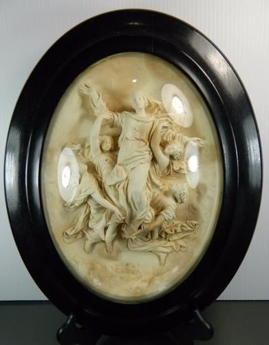 placa antigua tallada con asunción de la virgen enmarcada