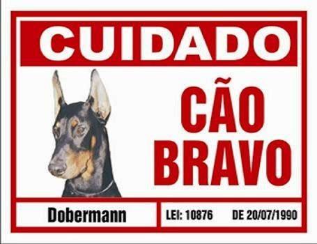 placa de advertência. cão bravo doberman.