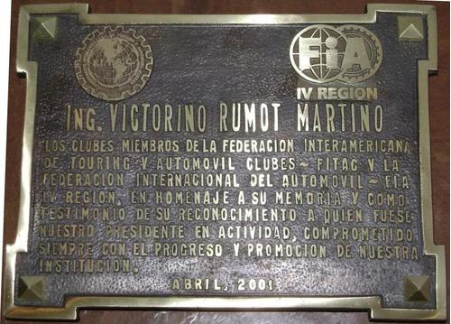placa de bronce cementerio recordatoria fundicion nicho foto